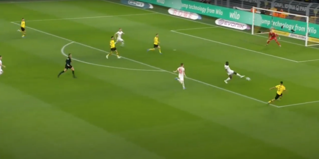 Upamecano blocks Hakimi's cross